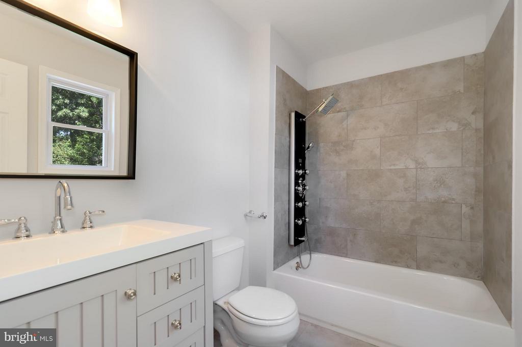 Bath (Master) - 8536 MONTICELLO AVE, ALEXANDRIA