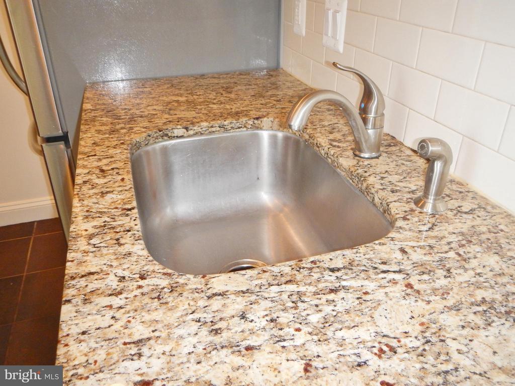 Granite Counters - 815 23RD ST S, ARLINGTON