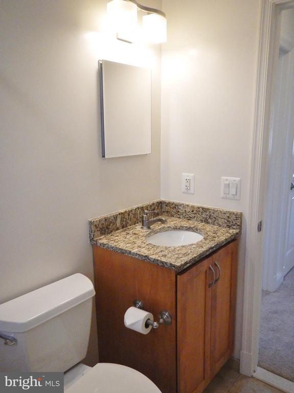 Upper Level Bath - 815 23RD ST S, ARLINGTON