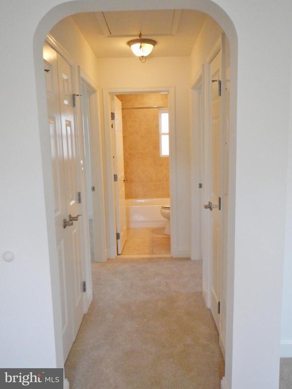 Upper Level Hallwayl) - 815 23RD ST S, ARLINGTON