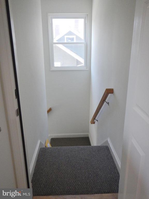 Upper Level Common Hallway - 815 23RD ST S, ARLINGTON