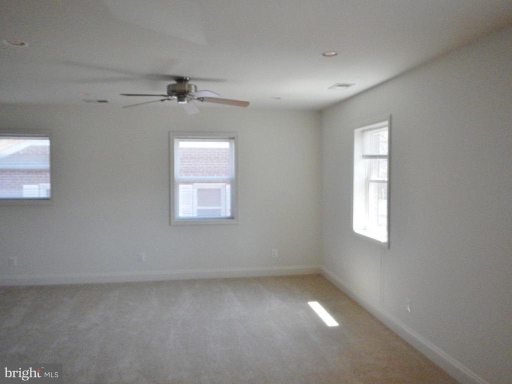 Upper Level Living Room - 815 23RD ST S, ARLINGTON