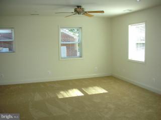 Lower Unit Living Room - 815 23RD ST S, ARLINGTON