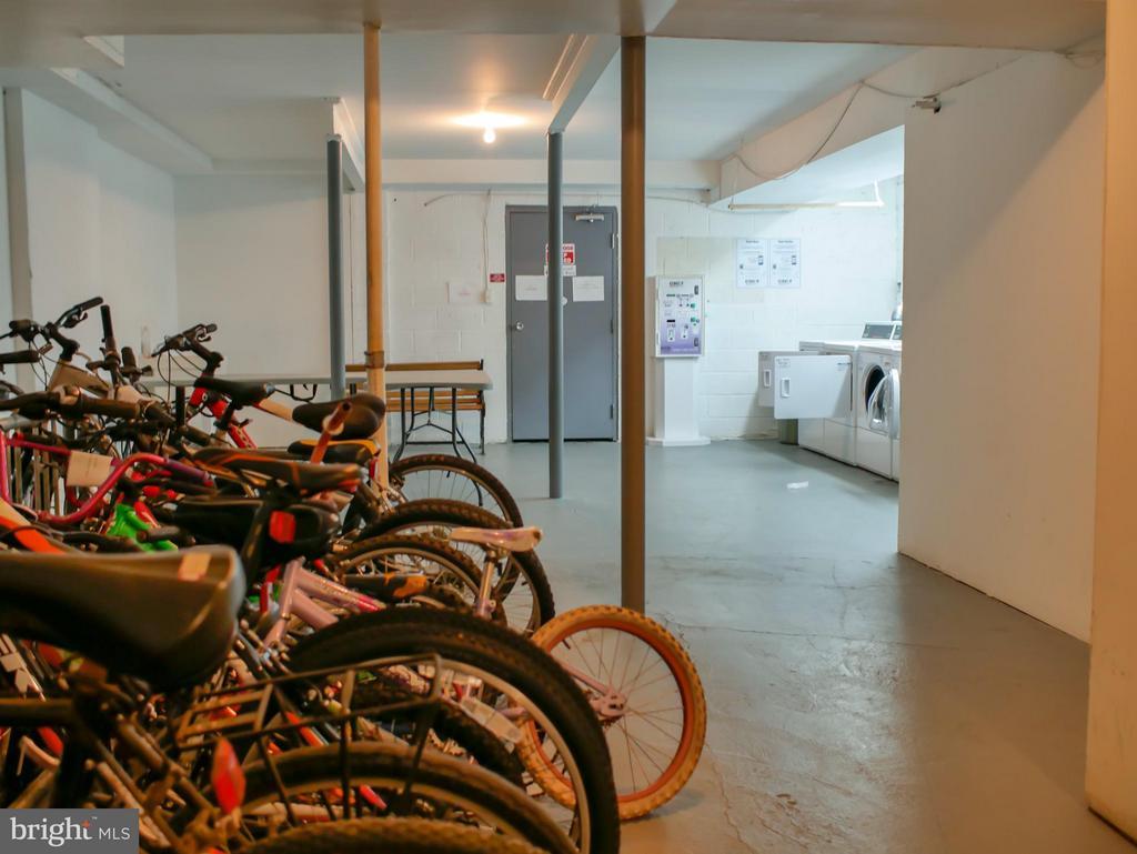 Bike storage - 210 PARK TERRACE CT SE #66, VIENNA