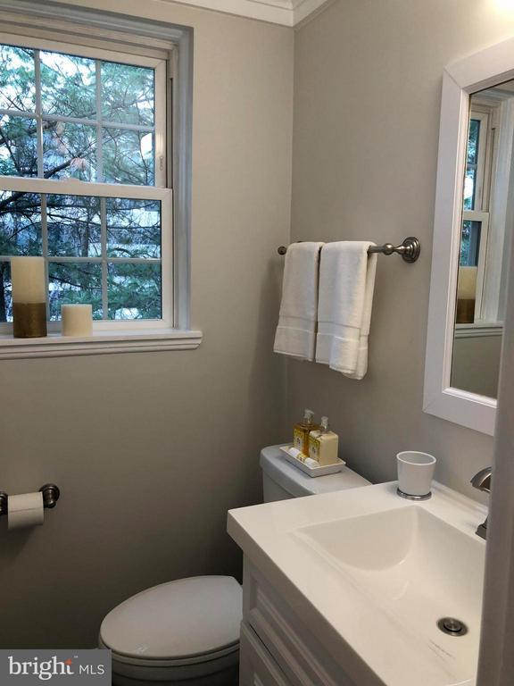 Bath - 4920 29TH RD S, ARLINGTON