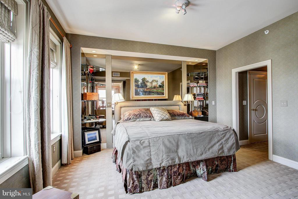 Master Bedroom includes equally high-end finishes - 11776 STRATFORD HOUSE PL #1402, RESTON