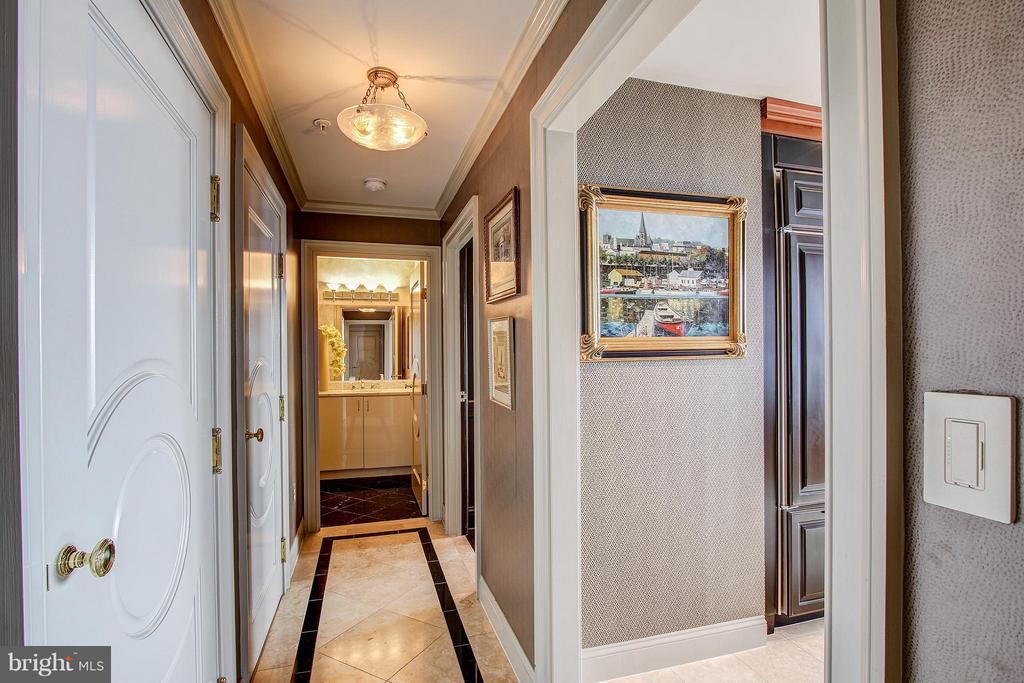 Corridor - 11776 STRATFORD HOUSE PL #1402, RESTON