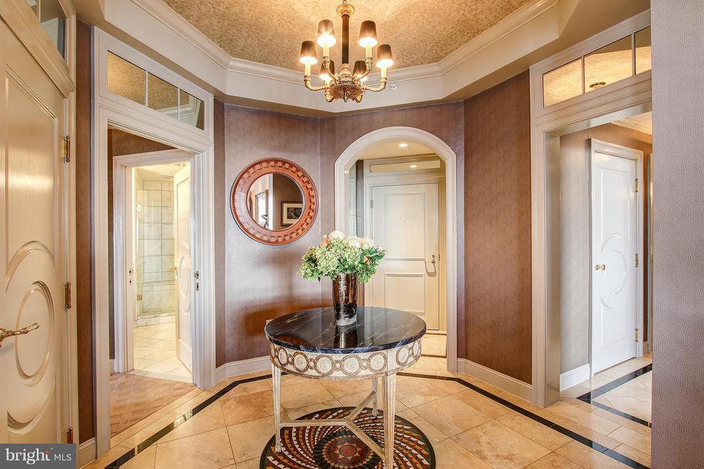 STUNNING ENTRY FOYER - 11776 STRATFORD HOUSE PL #1402, RESTON