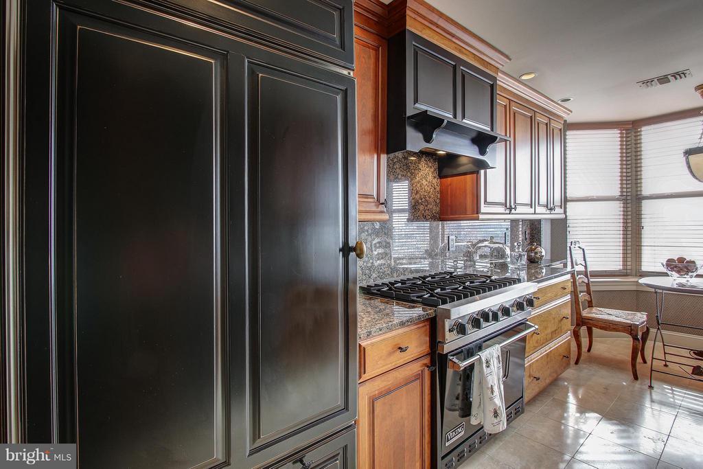 Cabinet-front Refrigerator & Gas Stove - 11776 STRATFORD HOUSE PL #1402, RESTON