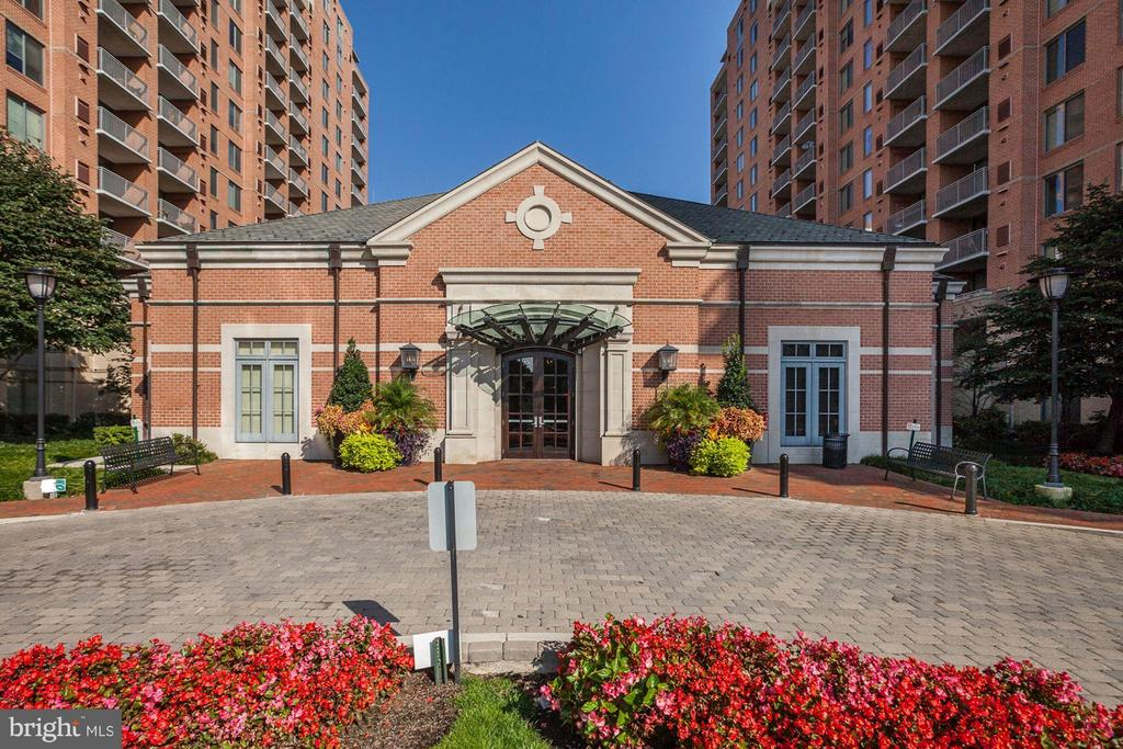 Front building - 11710 OLD GEORGETOWN RD #1127, NORTH BETHESDA