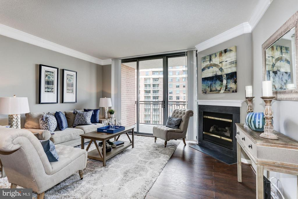 Family Room - 11710 OLD GEORGETOWN RD #1127, NORTH BETHESDA