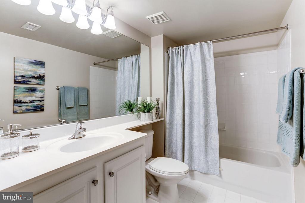 Bathroom 1 - 11710 OLD GEORGETOWN RD #1127, NORTH BETHESDA