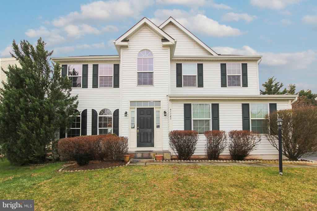 Lovely home (Front) - 47745 ALLEGHENY CIR, STERLING
