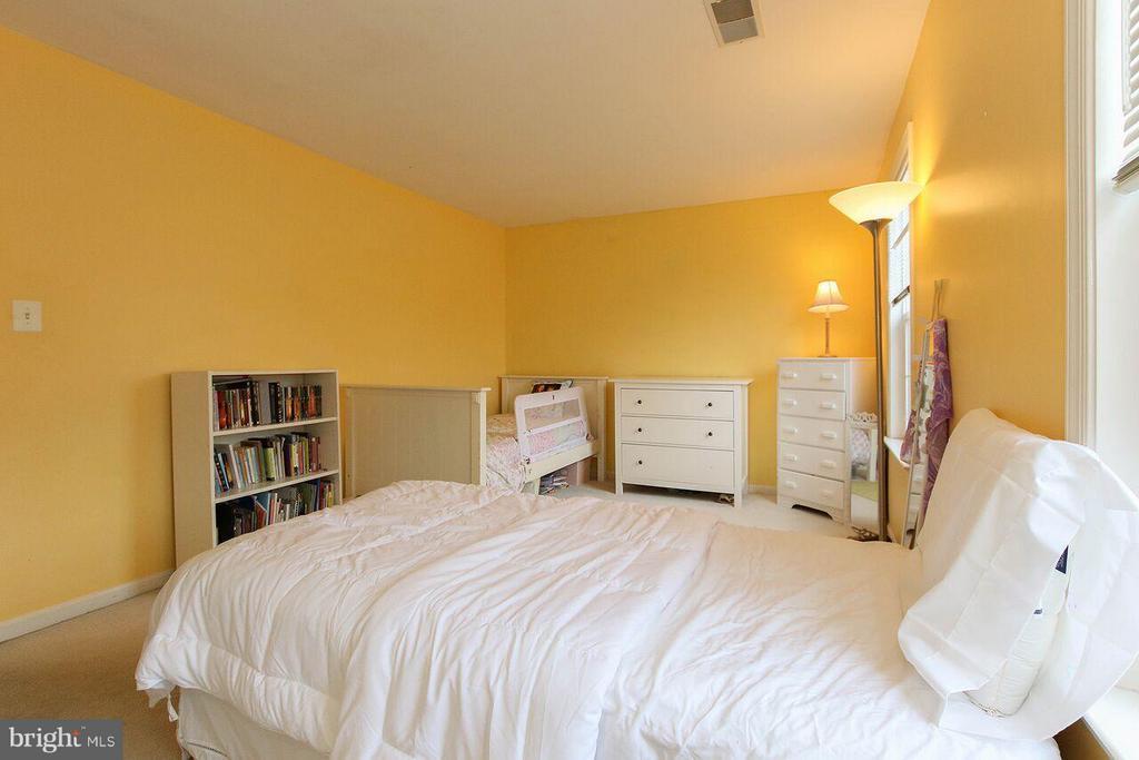 Upper level Bedroom 2 - 47745 ALLEGHENY CIR, STERLING