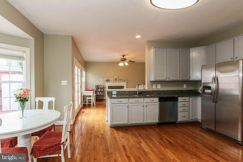 Stainless steel appliances - 47745 ALLEGHENY CIR, STERLING