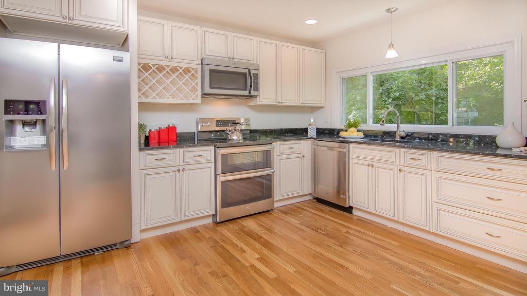 Kitchen - 1240 TITANIA LN, MCLEAN
