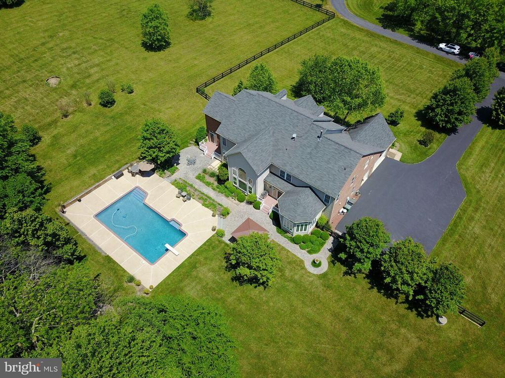 Backing to  trees and farmland with mountain views - 18733 GROVE CHURCH CT, LEESBURG