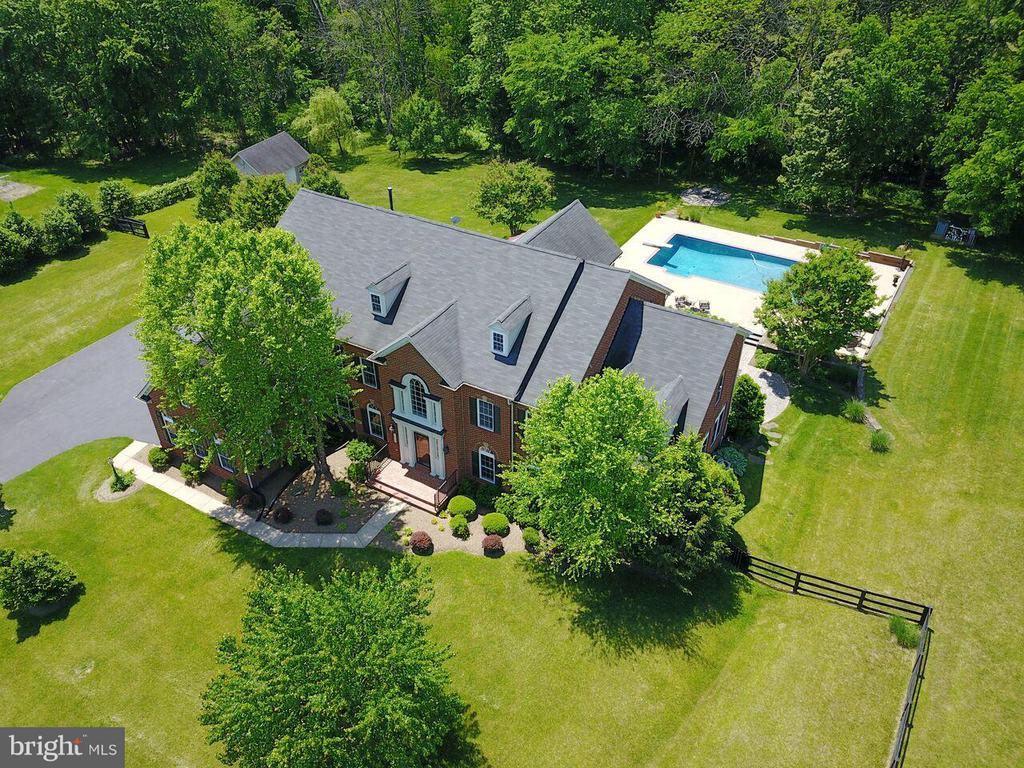 Pastoral setting on  3.81 acres - 18733 GROVE CHURCH CT, LEESBURG