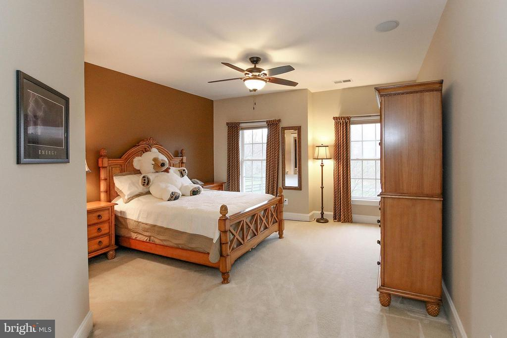 All of the bedrooms offer ensuite bathrooms - 18733 GROVE CHURCH CT, LEESBURG
