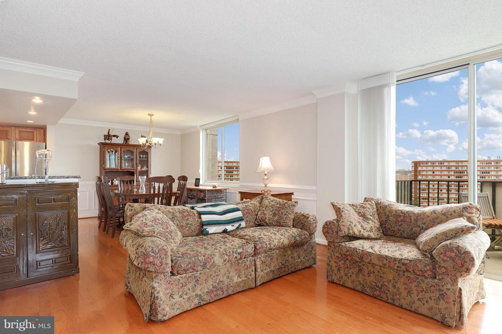Living Room - 1515 ARLINGTON RIDGE RD #702, ARLINGTON