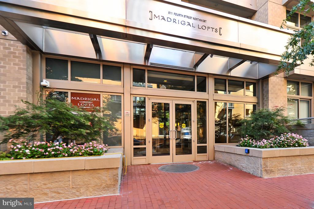 Front entrance conveniently located to all points - 811 4TH ST NW #521, WASHINGTON