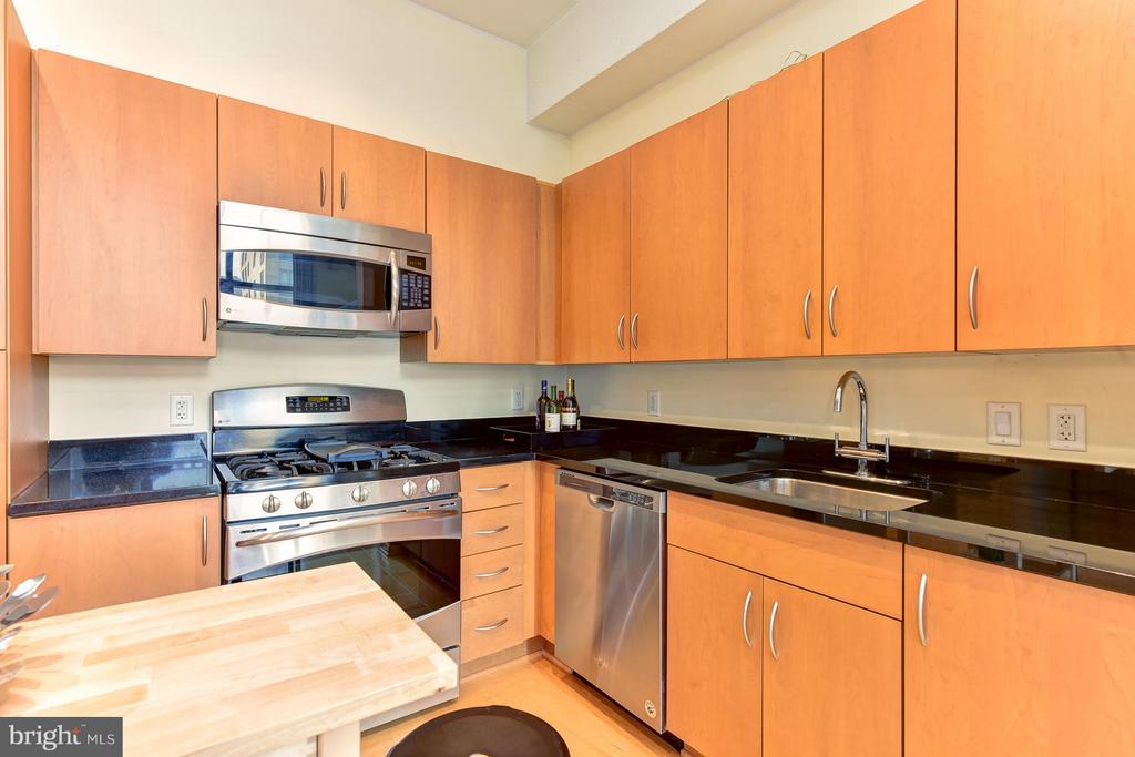 Stainless steel appliances - 811 4TH ST NW #521, WASHINGTON