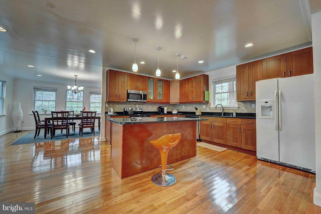 Kitchen - 10016 BRADDOCK RD, FAIRFAX