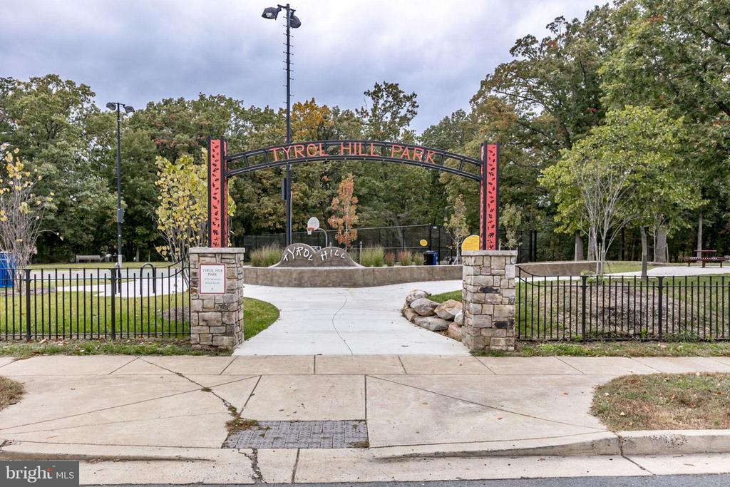 Just a block to Tyrol Hill Park/Playground - 5041 7TH RD S #102, ARLINGTON