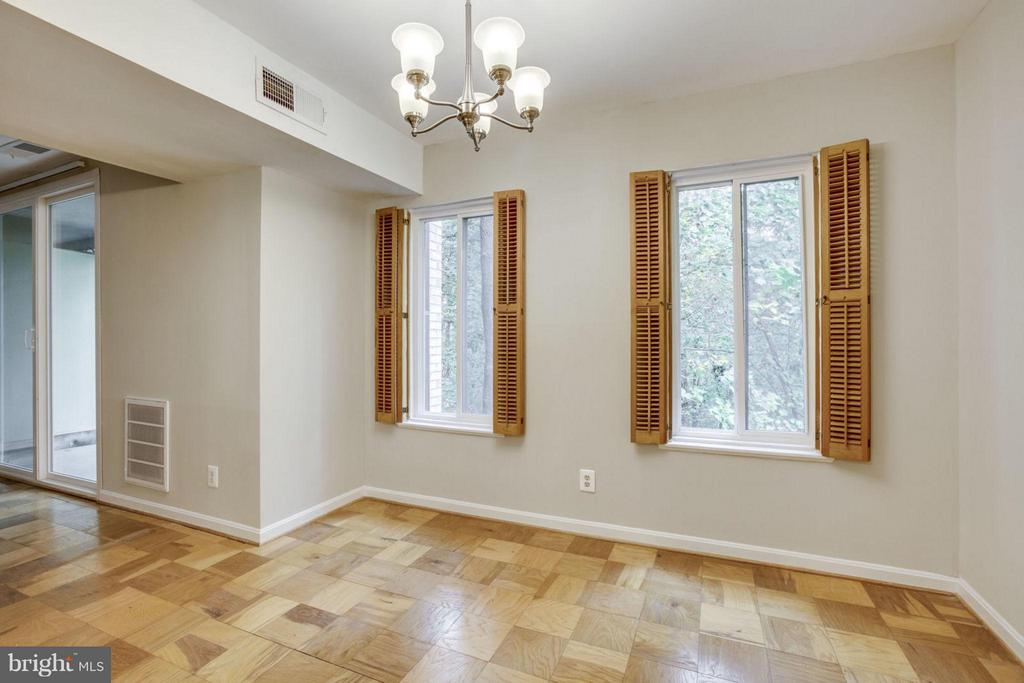 The Dining Room overlooks the Park - 5041 7TH RD S #102, ARLINGTON