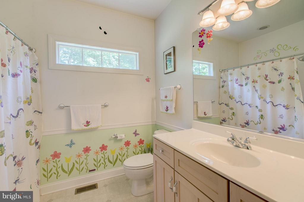 Full Bathroom - 615 BETHEL CHURCH RD, FREDERICKSBURG