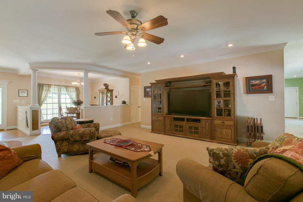 Extra large Great Room for entertaining. - 615 BETHEL CHURCH RD, FREDERICKSBURG