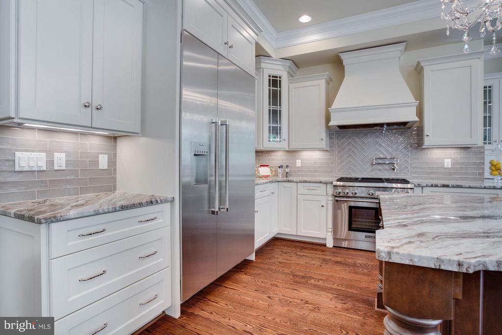 MAIN Kitchen - 8735 BROOK RD, MCLEAN