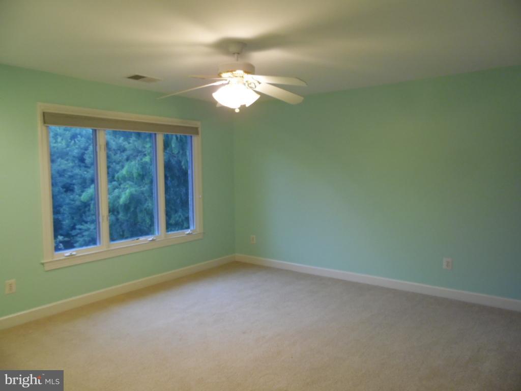 Bedroom w/Jack & Jill Bath - 23077 OGLETHORPE CT, ASHBURN