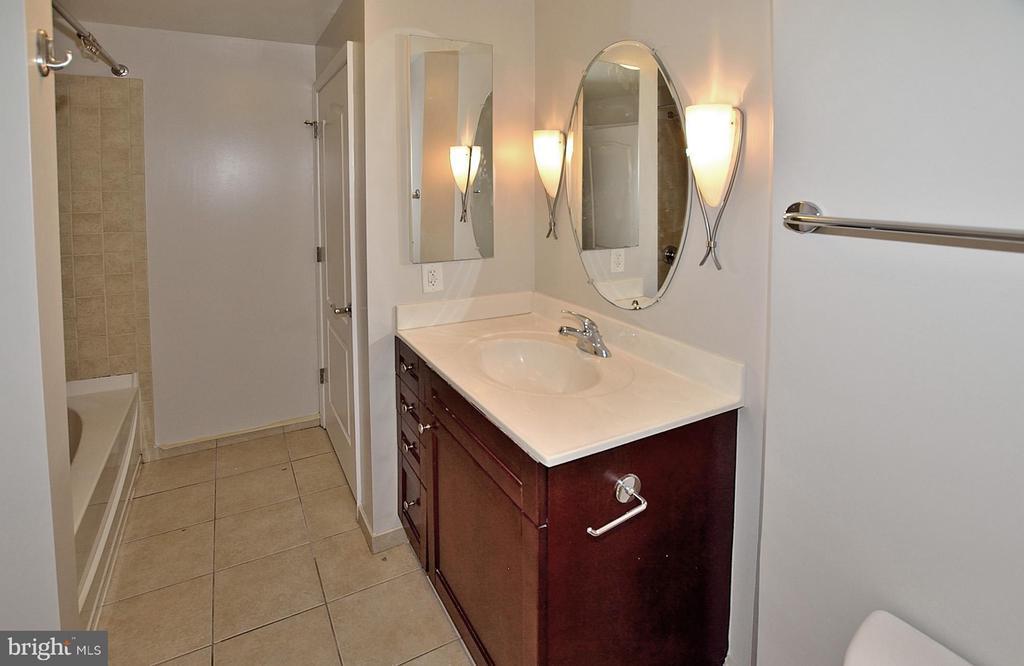 Guest Bath - 1111 11TH ST NW #607, WASHINGTON