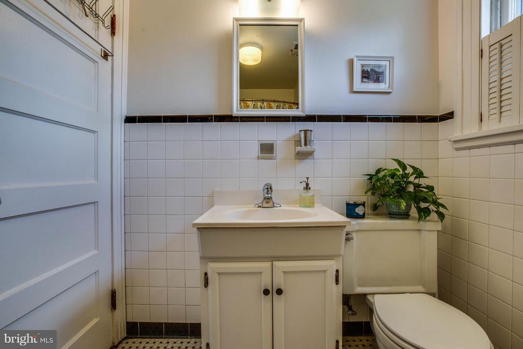 Upper Level Full Bath - 1107 KENMORE AVE, FREDERICKSBURG