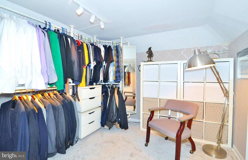 Walk in closet w xtra storage - 23470 DOVER RD, MIDDLEBURG