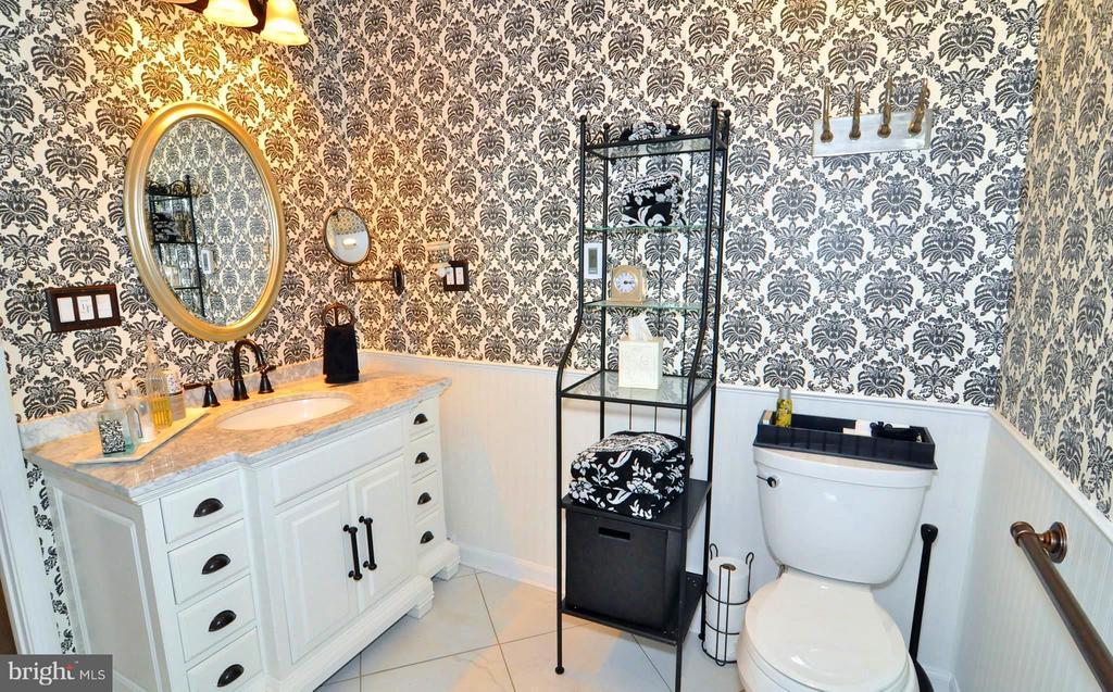 Main level w walk-in shower & heated floors - 23470 DOVER RD, MIDDLEBURG