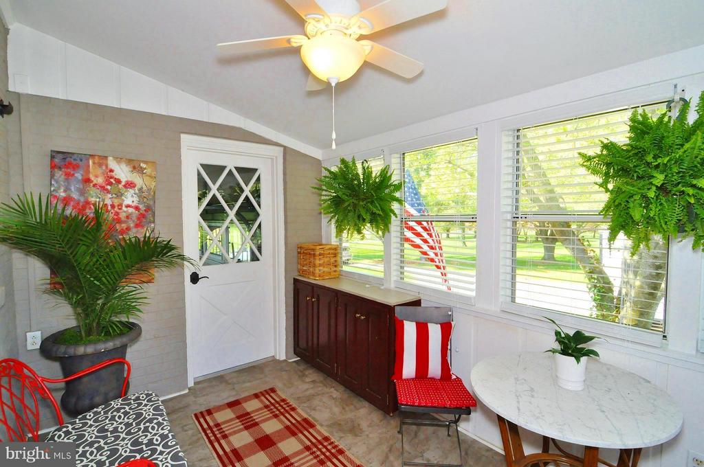 Not your mother's mud room! - 23470 DOVER RD, MIDDLEBURG