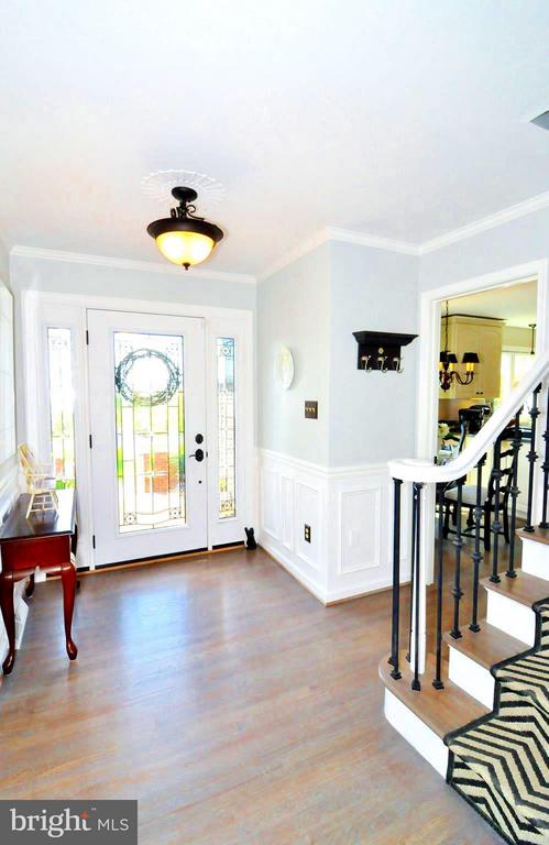 Foyer entry, new hardwoods throughout - 23470 DOVER RD, MIDDLEBURG