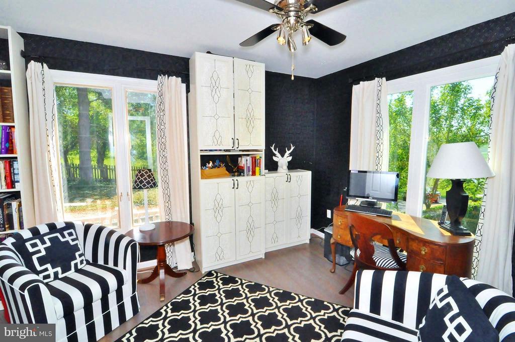 Main level corner bedroom - 23470 DOVER RD, MIDDLEBURG