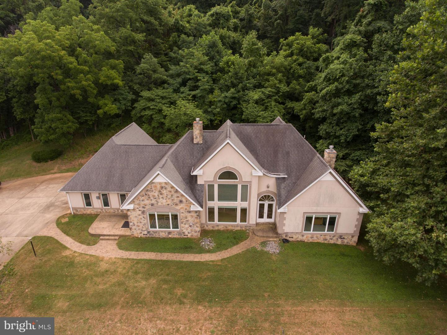 Single Family for Sale at 5462 Browntown Rd Front Royal, Virginia 22630 United States