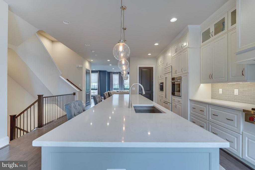 Beautiful Quartz Countertops - 44661 BRUSHTON TER, ASHBURN