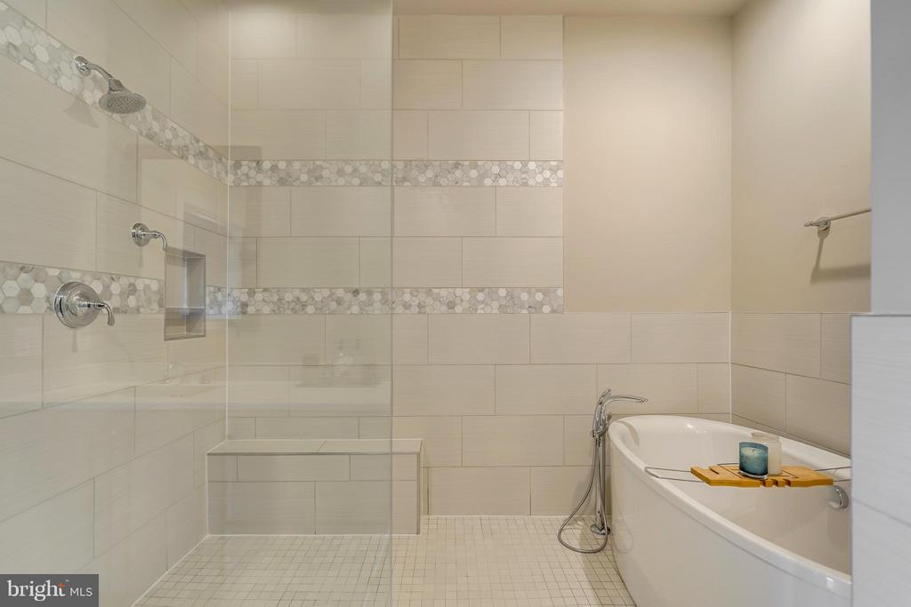 Elegant Master Bath/Shower Combo - 44661 BRUSHTON TER, ASHBURN