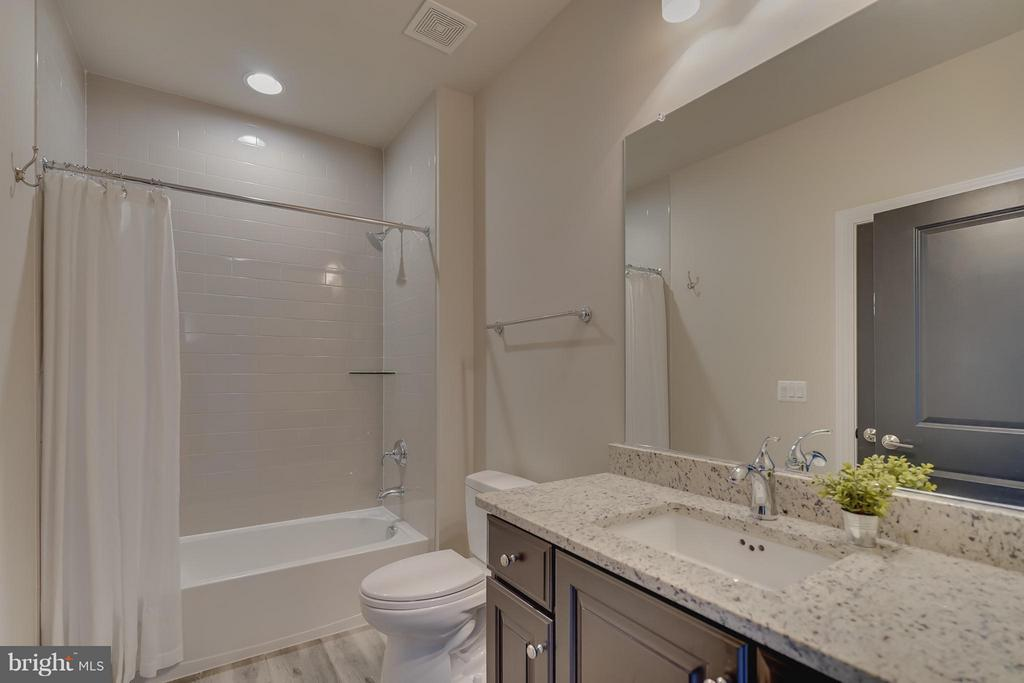 Upper Level Full Bath - 44661 BRUSHTON TER, ASHBURN