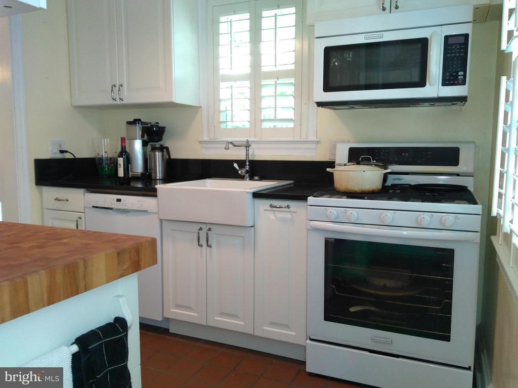 Kitchen - 876 N KENSINGTON ST, ARLINGTON