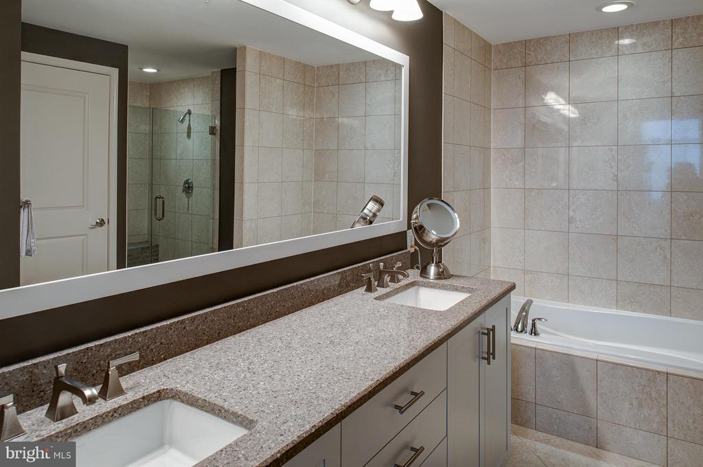 Master bath with tub & separate shower - 11990 MARKET ST #1801, RESTON