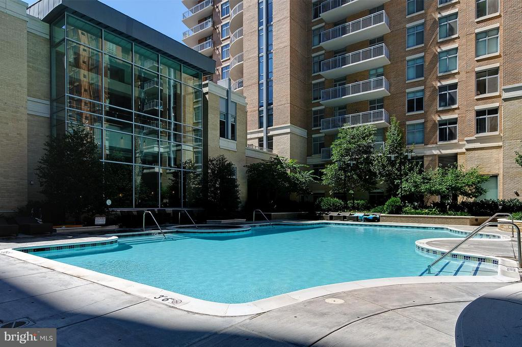 Community Pool - 11990 MARKET ST #1801, RESTON