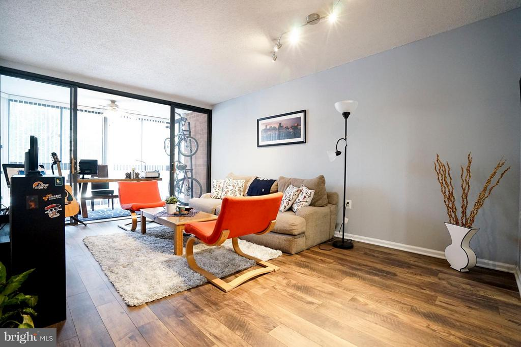 Living Room - 1001 N RANDOLPH ST #213, ARLINGTON