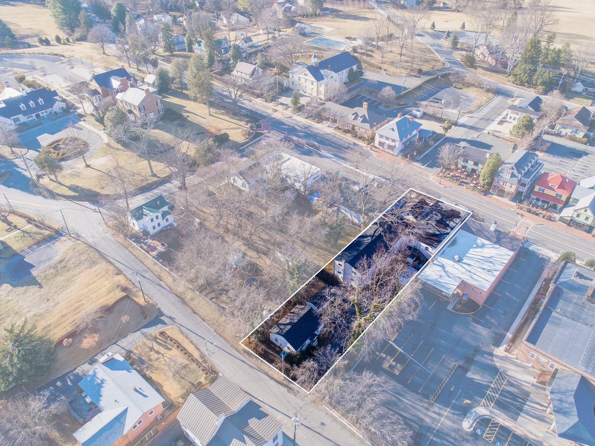 Commercial for Sale at 114 E Federal Street 114 E Federal Street Middleburg, Virginia 20117 United States