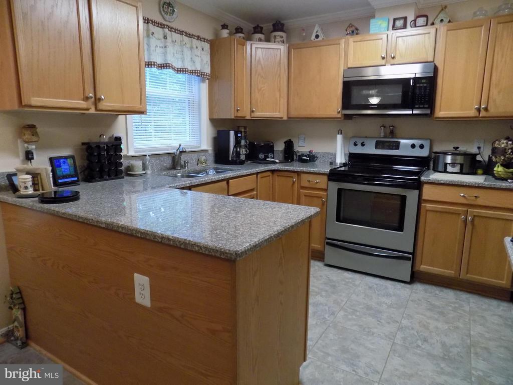 Very efficient kitchen - 10285 REDBUD RD, UNIONVILLE